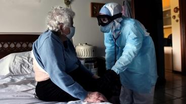 Nurse at home for Corona patient in Delhi